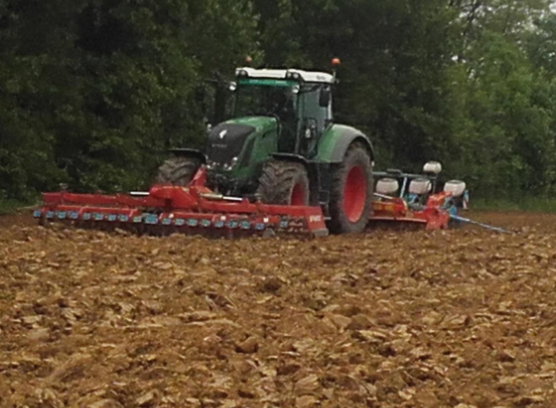 Travaux agricoles semoir